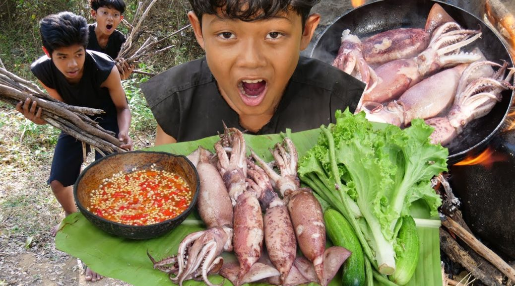 Primitive Technology - Cooking squid in forest - Eating delicious Ep00027